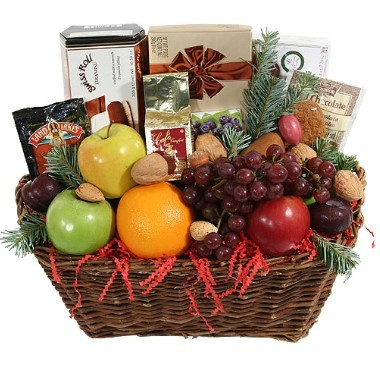 Gourmet basket and fruits