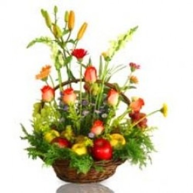 Basket with apples decarated with flowers