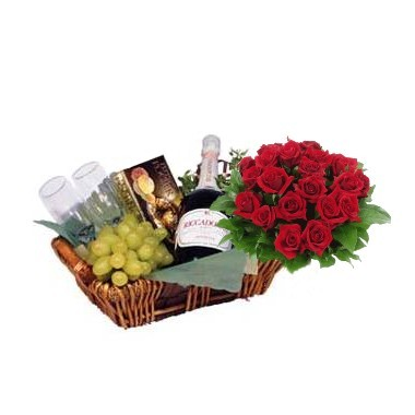 Basket with roses bouquet