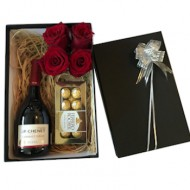 Gift box with roses Only in Santiago